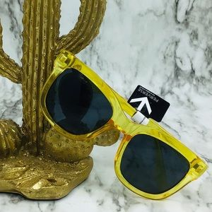 Perverse yellow summer sunglasses
